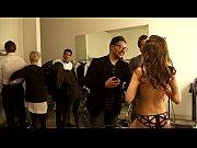 Смотреть онлайн как девушка мастурбирует в примерочной