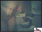 Жена сидит за столом а муж под столом-видео