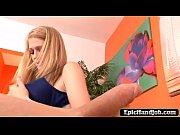 Симпатичная блонда с огромными сиськами трахается в анал