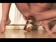 Японская ведущая сосет и глотает сперму