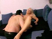 Смотреть порно видео брат трахает сестру и мать в спорт зале