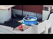 sexo na piscina de plástico