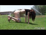 Порно девки суют все себе видео