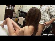 アンダーヘアサロンでエロギャルの毛を先生が引っ剥がしパイパンにされる無料おまんこ動画!