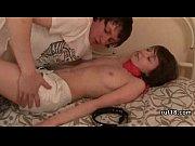 Синь увыдел спяшую маму с маматиком видео