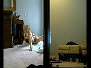 Мама показывает сыну свои интимные места и даже разрешает сделать кунилингус
