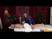 Полная женщина показывает пизду и жопу сняв трусы