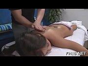 Порно скрытая камера в пляжной кабинке