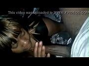 Порно в попу мужик сует палец ей