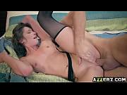 Женская мастурбация за помпютером