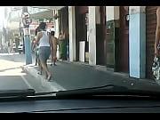 Девушка какает на мужика видео