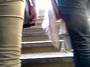 Culazo de madura subiendo escaleras!!// Mature ...
