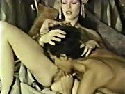 Порно папа ебет маму а дочь подглядывает