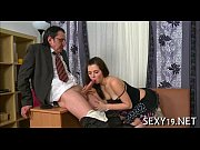 Порно видео няня и карлик