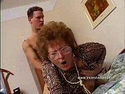 Порно трах в попу по полной бабе
