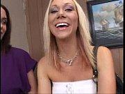 Служанка мыла пол и соблазила работодателя смотреть трах трах