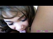 Девушка показывает свою пизду на камеру