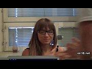 Женщина бреет свою волосатую писю видео