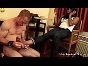 Жена дрочит хуй мужу и слизывает сперму видео