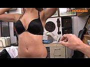 Кончает на девушек в общественном месте видео