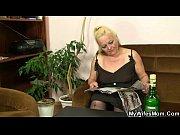 Девушка комментирует анальный секс видео