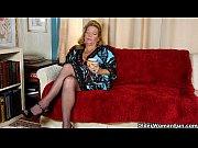 Далее они устраиваются на диване и лёжа на боку трахаются пока он не кончает фото 2