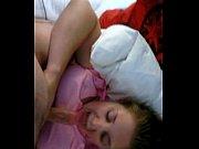 Трогает писю спящей мамы видео