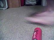 Телка играется маленьким членом