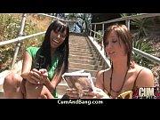 Развратные замужние дамы сидят нога на ногу