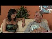 Порно мужик с большим хуем трахает