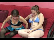 Девушка стесняется раздеваться для занятия сексом видео