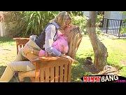 Медсестричка-лесбиянка трахает подружку страпоном