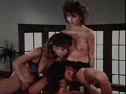 Девушки трогают друг друга за грудь