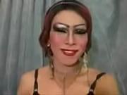 Жена дрочит мужу член и он громко кончает видео