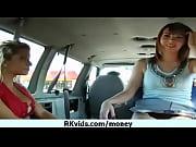 Женщина раздвинула волосатые ягодтцы видео