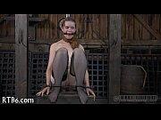 Русская девушка снимает трусики и открывает парню свою дырку
