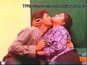 Шаловлива лесбиянка сладко лижет своей подружке влажную киску