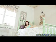 Голая девушка принимает ванную красивое видео