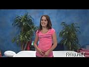 Девушка первый раз вставляет страпон в анус сама себе видео