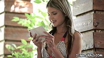 Видео девушки раздеваются до гола и показывают письеи