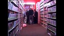 humiliee dans un sex shop