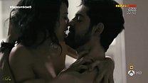 Sara Casasnovas en una escena de sexo en Sin Id...