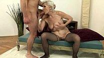 Дама с грудью огромного размера
