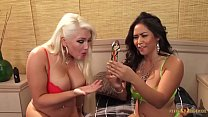 Jessica Bangkok playing and eating pussy of busty blonde