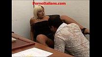Porno italiano - segretaria chiavata in ufficio...