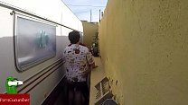 Castigada en el rincón de follar. En la calle en público con voyeur spycamGUI023