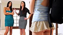 Mommy India Summer and Nikki Daniels helps Step...