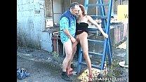 Kinky moeder trekt haar panty stuk zodat zoon haar kan neuken