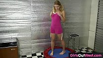Amateur girl with big clit masturbates in gym