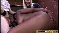 Девушка раздевается до гола дома видео